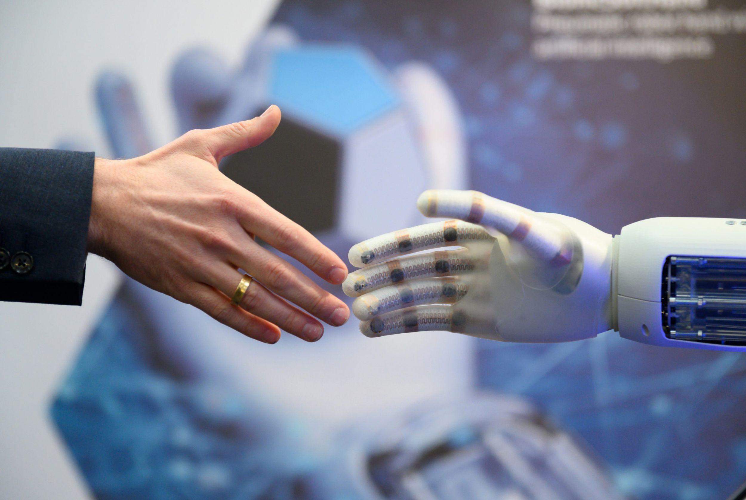 Mensch, Maschine oder beides?