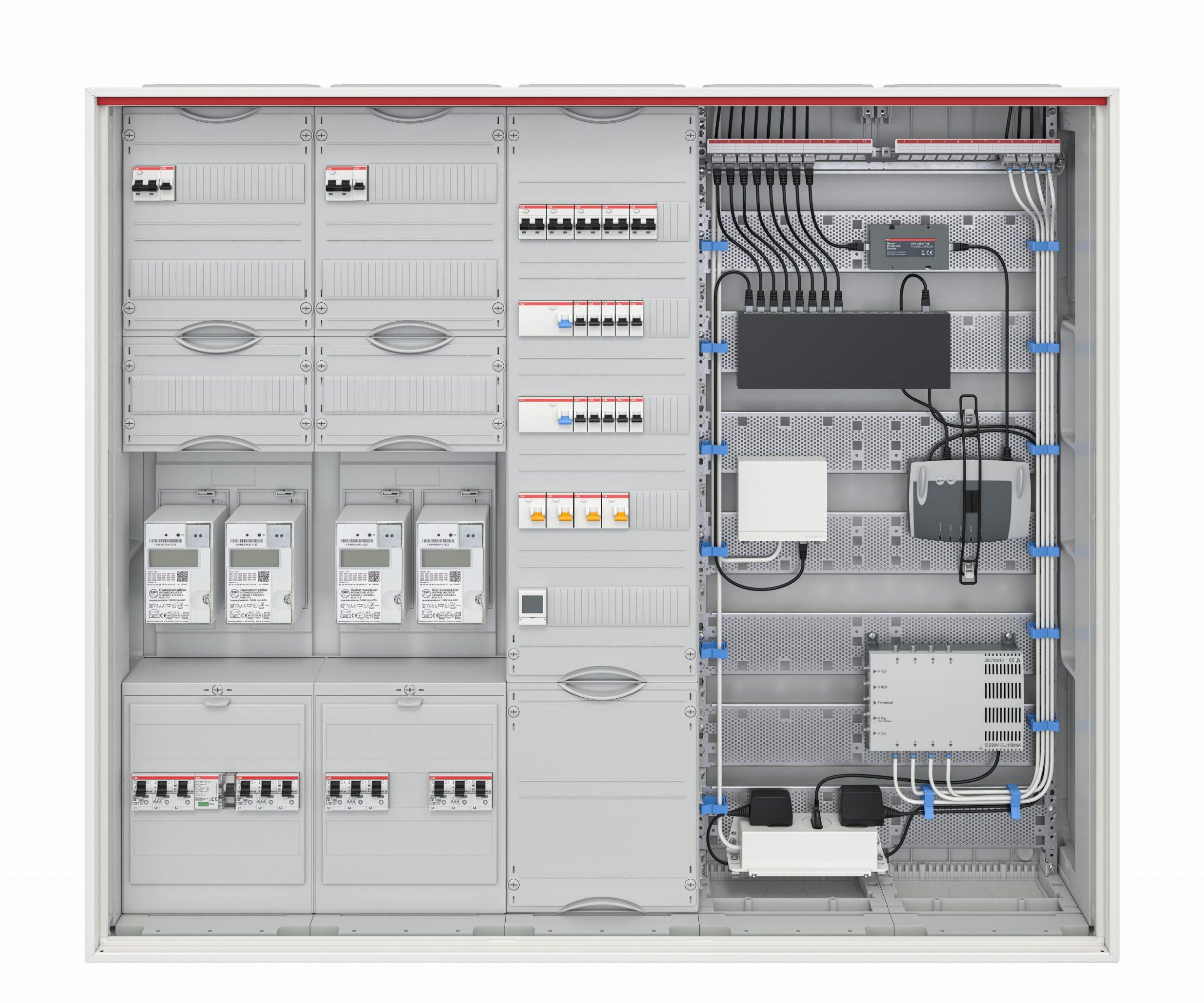 50 Prozent Prozentgrößere Flanschöffnungen, mithilfe des QMS einfach einrastbare Einbaufelder, integrierte Datenkanäle, sichere 3-Punkt-Türverriegelung und die hohe Schutzart IP44 sind die wichtigsten Kennzeichen der neuen Schränke der ComfortLine-Reihe. (Bild: ABB Stotz-Kontakt GmbH)