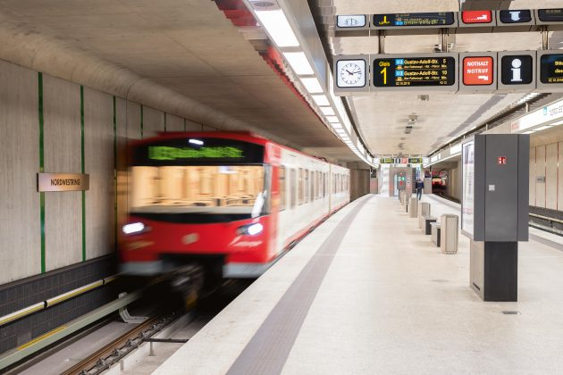 Freie Sicht nach vorne: In der U3 behindert kein Fahrerstand den Ausblick der Passagiere. (Bild: Matthias Merz)