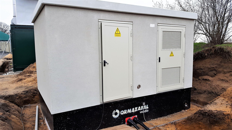 Für die Erweiterung der Biogasanlage in Rietze lieferte Ormazabal eine begehbare Trafostation. Auch die darin installierte Schaltanlage und der Transformator stammen aus dem Portfolio des Experten für Energieverteilung. (Bild: Ormazabal GmbH)