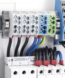 Die Norm schreibt dabei vor allem Anpassungen in den Bereichen Spannungsfestigkeit, Kriechstromfestigkeit sowie Korrosionsschutz vor. (Bild: HORA eTec GmbH)