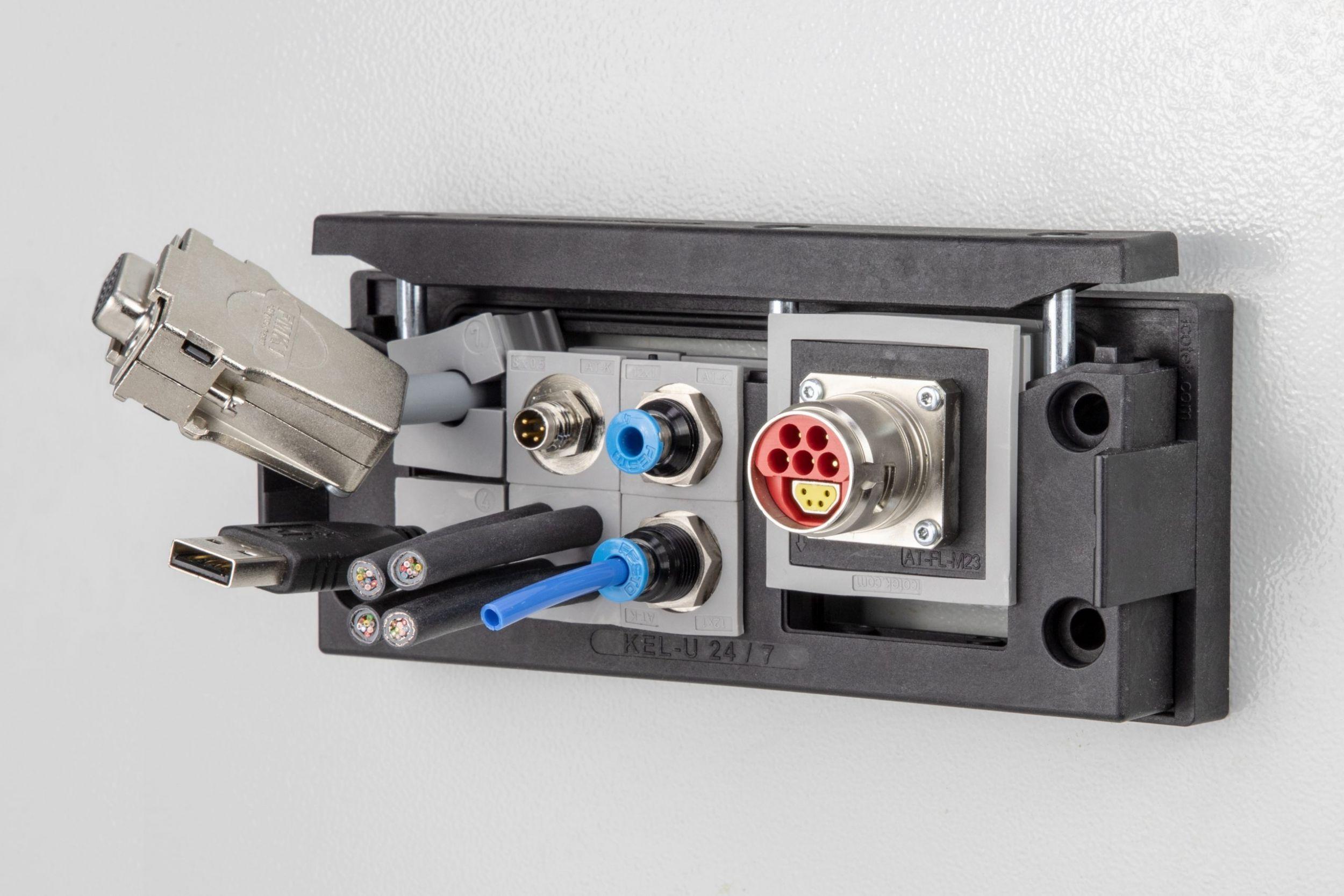 Neue Adaptertüllen als Schnittstelle für Vierkantflansch Steckverbinder
