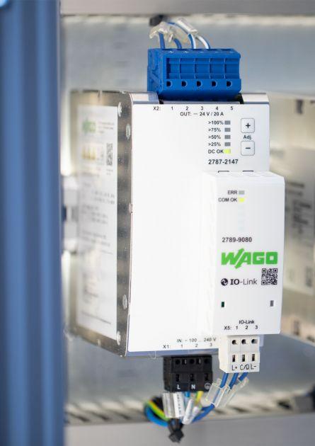 Bild 3 | Die Stromversorgung Pro 2 kann über ein Kommunikationsmodul IO-Link, Modbus RTU oder Modbus TCP inkl. integriertem Webserver mit der SPS oder einem IoT-Gateway verbunden werden.