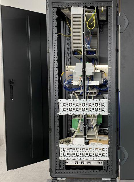 Bild 4 | Zwei Systeme 'Rücken an Rücken'  in einem Schrank (Seitenansicht)