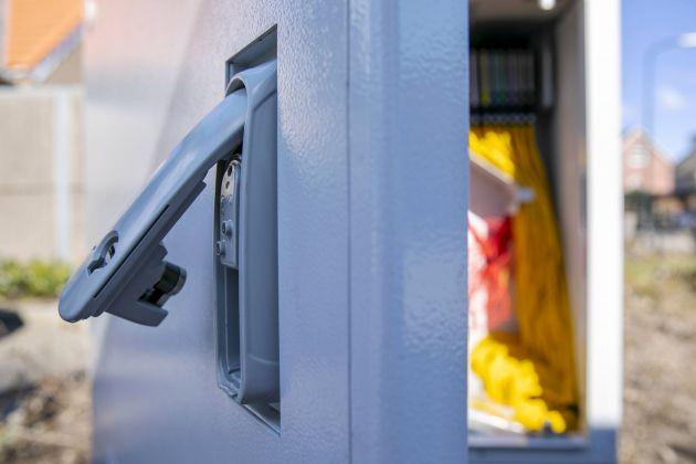 Bild 1 I Der Low-Power-Outdoor-Griff von Emka bildet ein intelligentes System mit einem kabellosen Schrank, der Daten an ein zentrales Management mit Real Time Monitoring übermittelt.