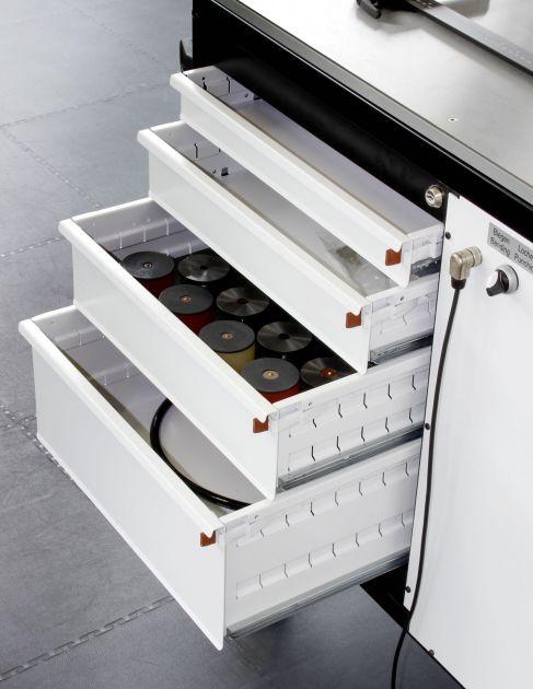 Bild 2 I Schubladensystem im 4-Stationen-Wagen