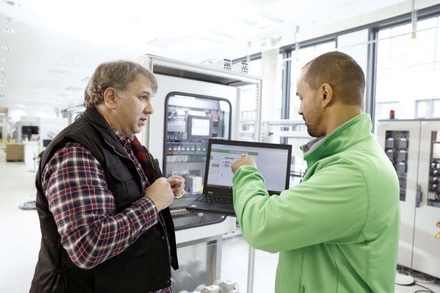 Bild 1   Die Digitalisierung der Prozesse unterstützt Schaltanlagenbauer dabei, die vielfältigen Herausforderungen der Branche zu meistern.