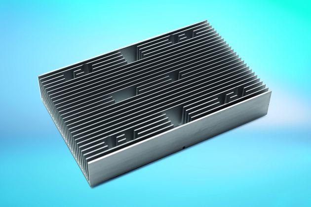 Bild 2 I CTX fertigte den CNC-bearbeiteten, eloxierten stranggepressten Aluminium-Rippenkühlkörper nach Zeichnungsvorgabe von DNPT.