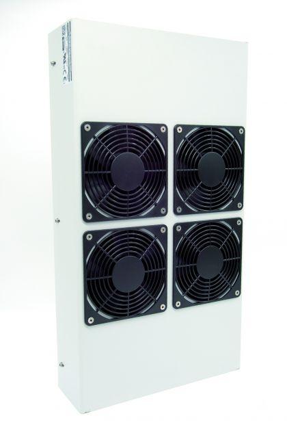 Bild 1 a/b I Bei dem Schaltschrankkühler der Serie FR-416-AC von DNPT bilden zwei CNC-bearbeitete und eloxierte Aluminium-Strangpresskühlkörper die Verbindung zwischen dem Peltier-Element des Kühlers und der Umgebungsluft.