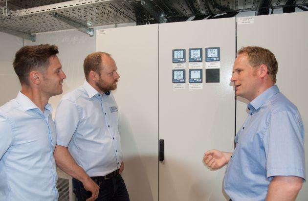 Bild 4 | Bernd Buchbauer, Christian Müller und Gerald Fritzen (v.l.n.r.) demonstrieren die Messtechnik.