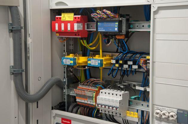 Bild 5 | Messgerät, Stromwandler und Wandler-Prüfklemmen