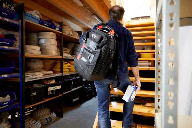 Arbeitseinsätze im 3. OG? Mit der komfortablen Transportmöglichkeit des Wiha Werkzeugkoffers fällt dies ab sofort deutlich leichter.