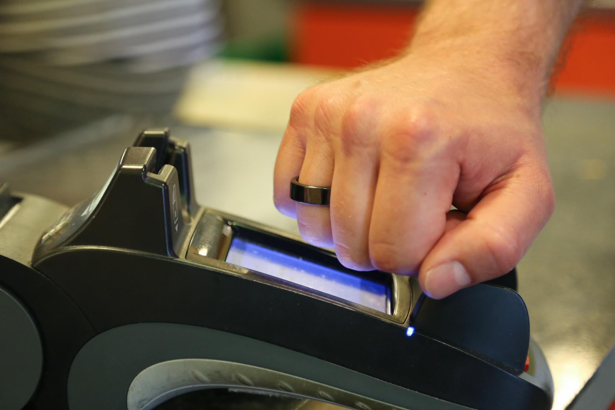 NFC-Bezahlring nutzt kontaktlosen Sicherheits-Chip von Infineon