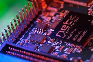 Mithilfe des auf dem netHAT-Modul implementierten netX-Chips von Hilscher ist es für Anwender nun sehr einfach, ihren Raspberry Pi in industrielle Netzwerke wie Profinet, Ethernet/IP oder Ethercat einzubinden. (Bild: Hilscher Gesellschaft für Systemautomation mbH)