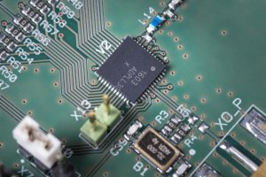 Volldigitaler Phasenregelkreis kombiniert Sub-mW-Stromverbrauch, geringe Größe und industrietypische Leistung