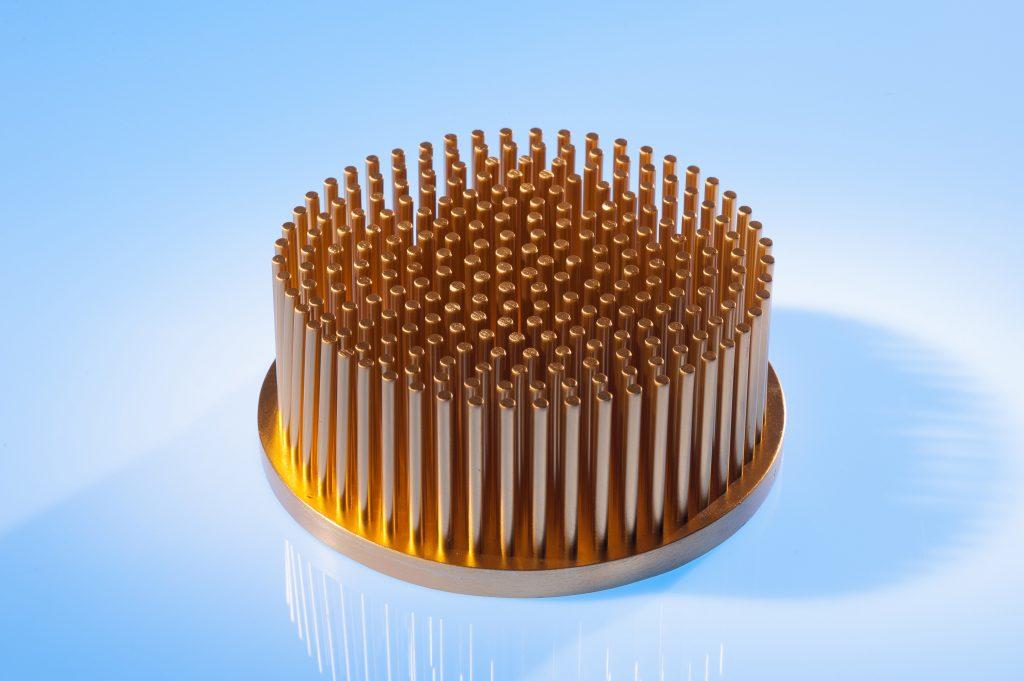 Stift-Rippen-Kühlkörper mit direkter Flüssigkeitskühlung für IGBT-Module