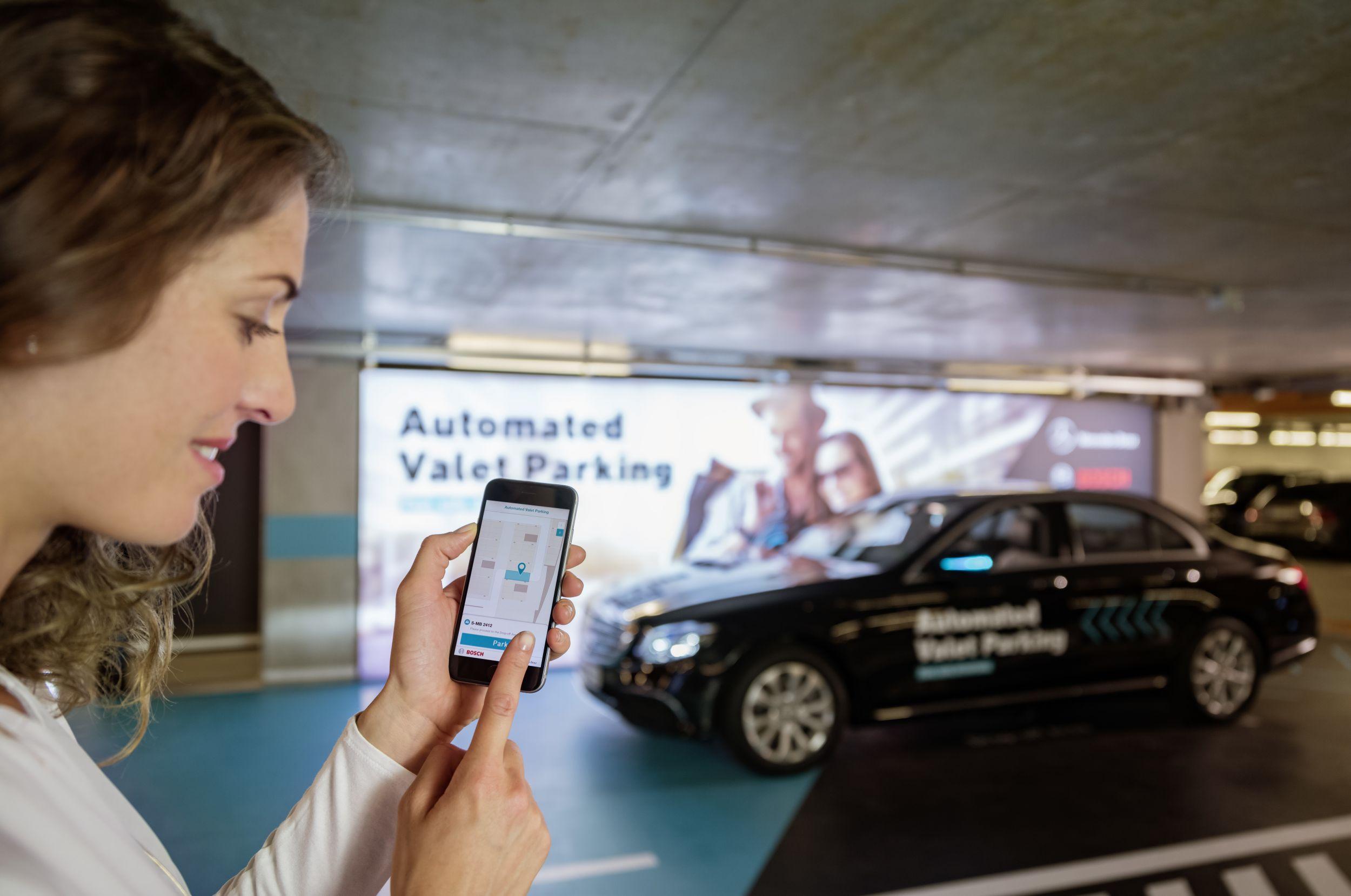 Weltpremiere: Fahrerloses Parken wird Realität