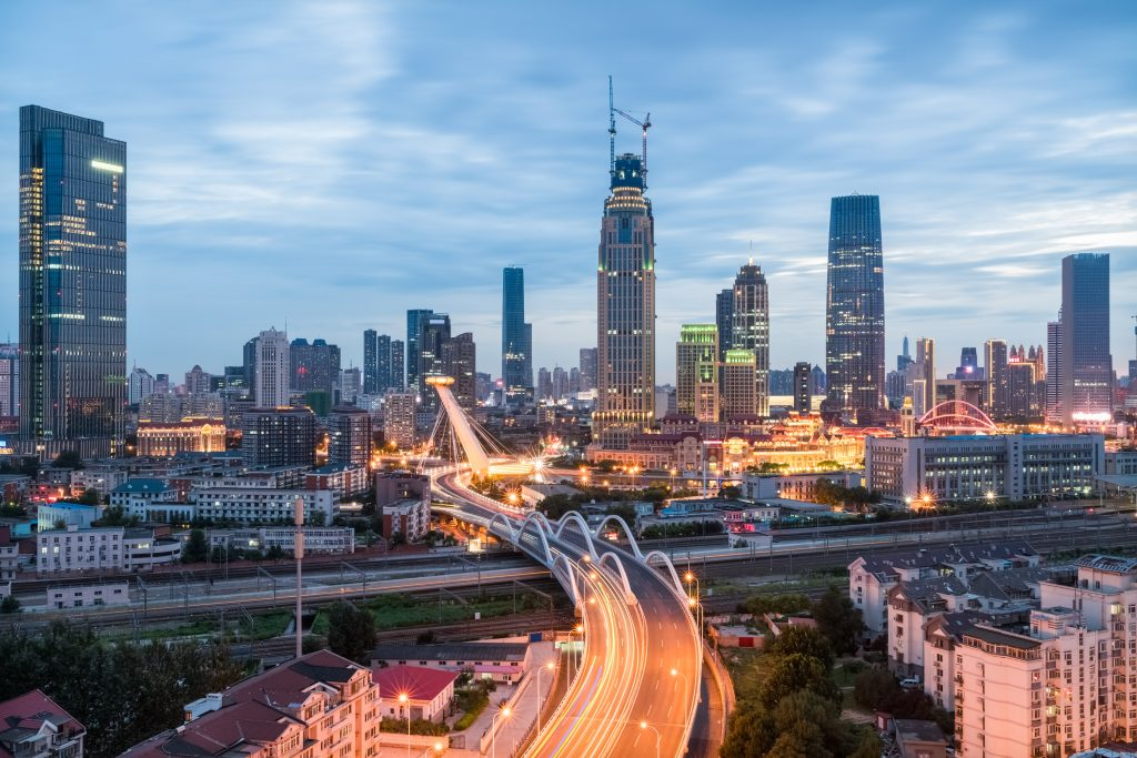 modern urban scene of tianjin in nightfall, China (Bild: Bosch Energy and Building Solutions GmbH)