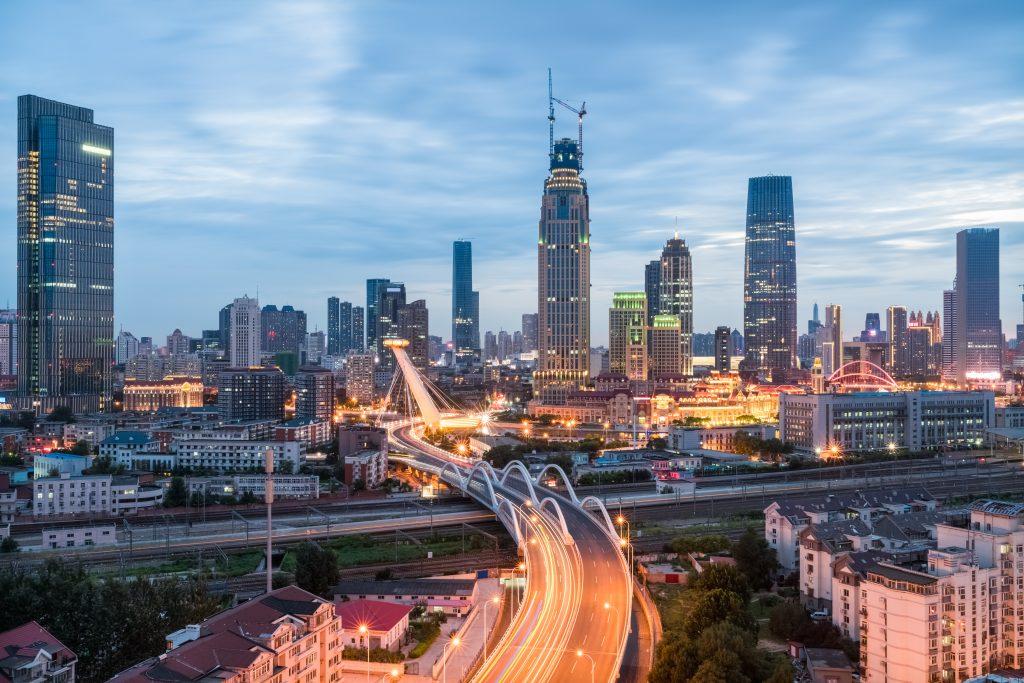 modern urban scene of tianjin in nightfall, China (Bild: Bosch Energy and Building Solutions GmbH)