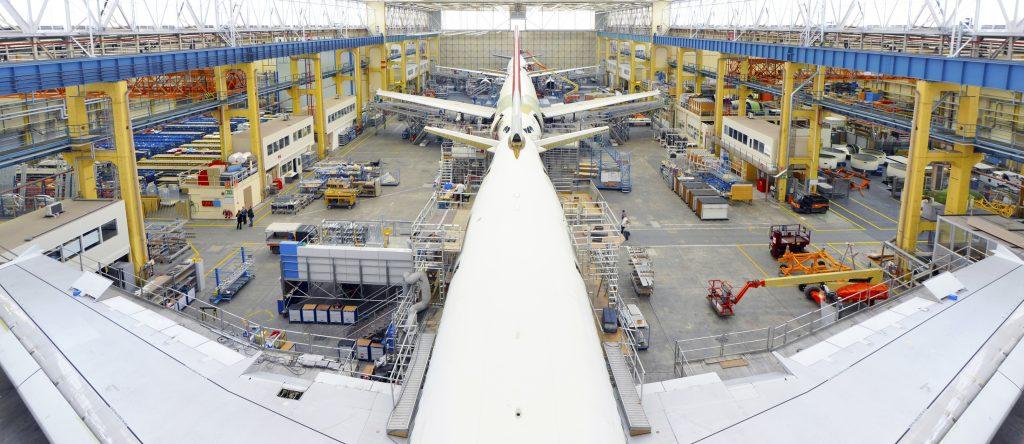 Airplane construction in a hangar (Bild: Westend61/Fotolia.com)