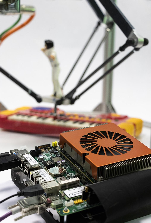 Virtualisierte Embedded Computing-Plattform lässt Roboter Klavier spielen
