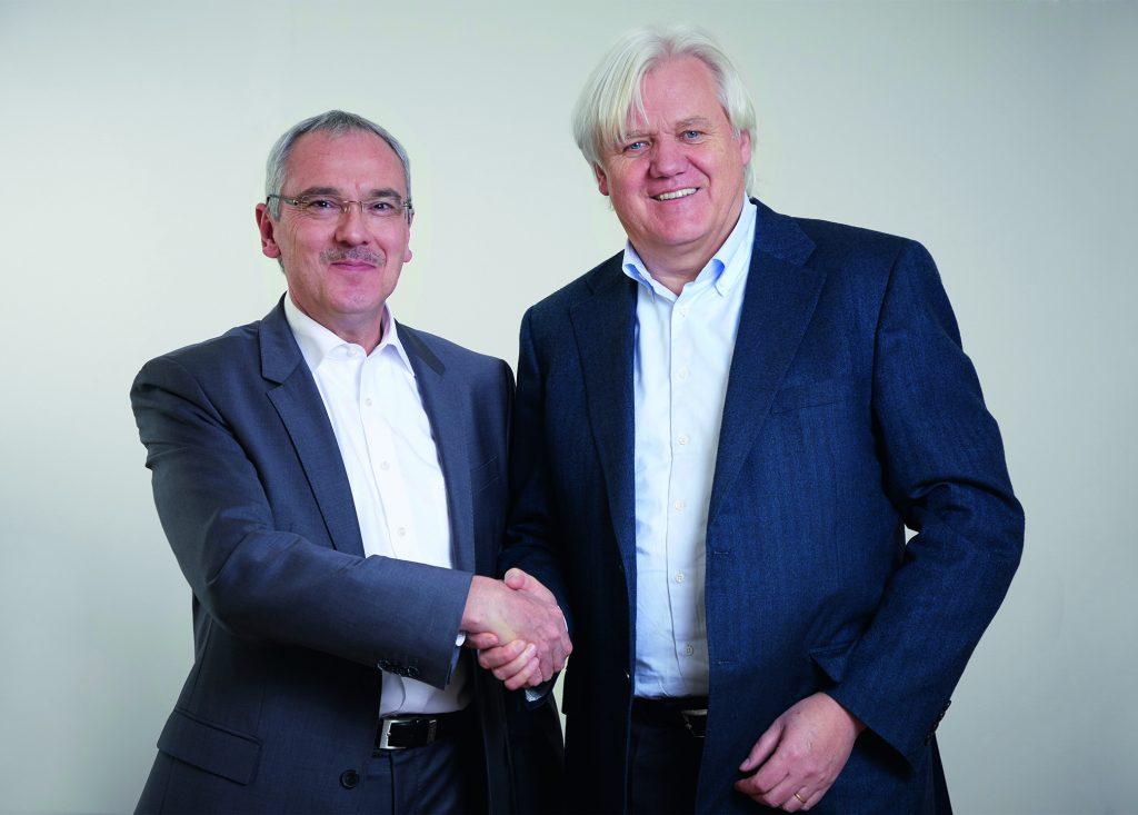 Hans Beckhoff, Geschäftsführender Inhaber von Beckhoff Automation, und Martin Kristof, Geschäftsführer der ADL Embedded Solutions GmbH, (v.r.n.l.) freuen sich, die Übernahme von ADL in die Beckhoff-Unternehmensgruppe bekannt zu geben. (Bild: Beckhoff Automation GmbH & Co. KG)