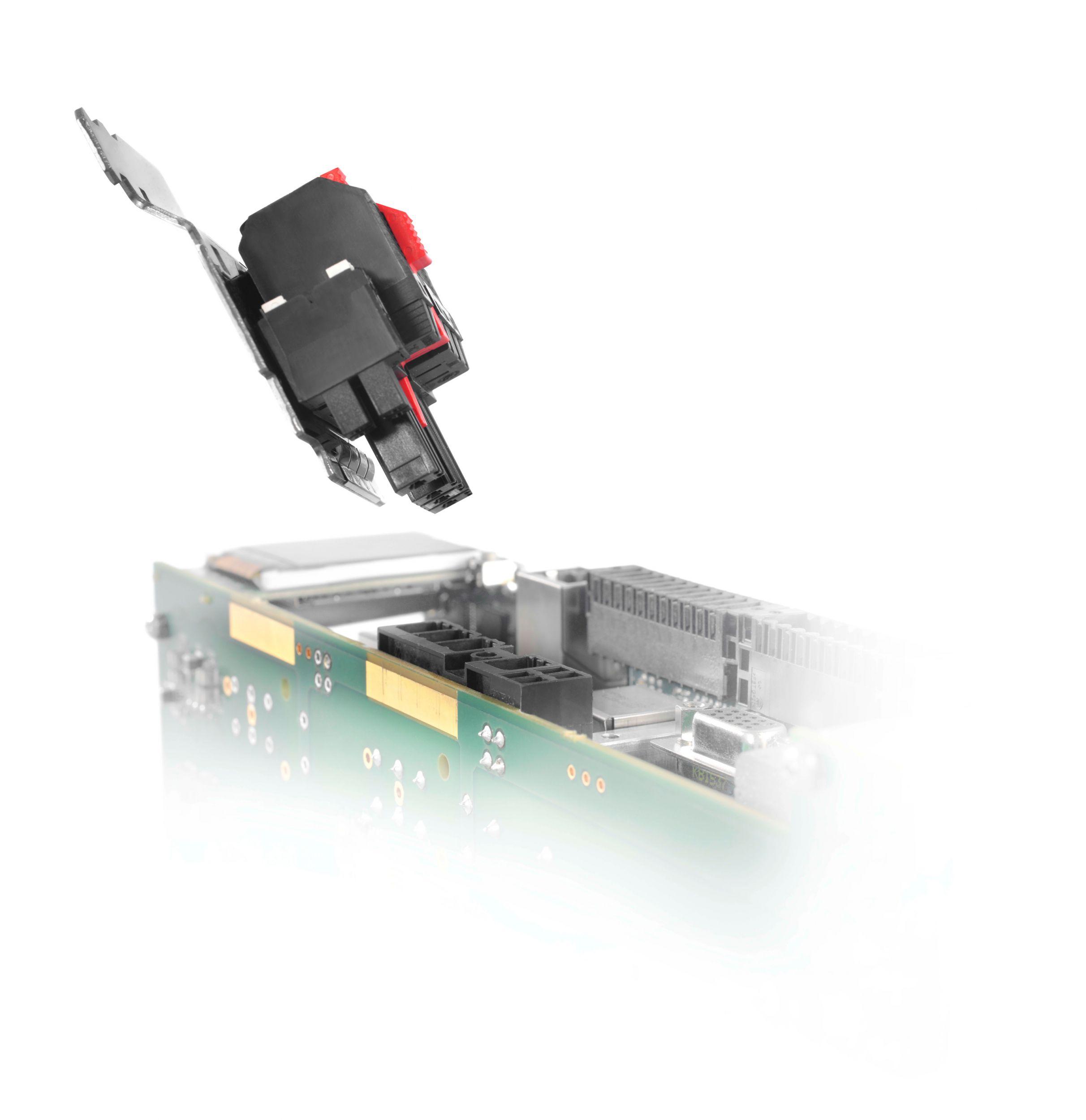 Power Steckverbinder mit steckbarem Schirmblech