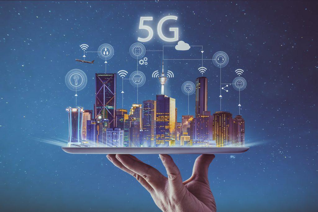 Der neue Mobilfunkstandard 5G hebt Industrie 4.0 auf ein neues Level (Bild: ©jamesteohart /GettyImages-889321368)