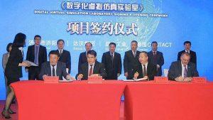 Die Geschäftsführer von CONTACT, Davao sowie Xuanji und ein Vertreter der Bezirksregierung unterzeichnen die Verträge für das neue Industrie-Lab. (Bild: Contact Software GmbH)