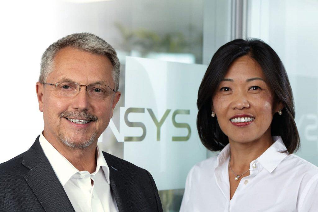 links: Ing. Martin Zöchling, Geschäftsführer bei Vipa Elektronik-Systeme GmbH rechts: Sun Spornraft, Leitung von Vertrieb und Marktkommunikation bei Insys Icom
