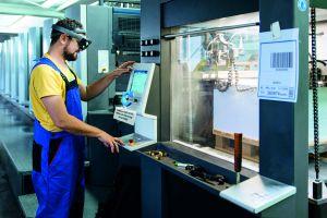 Inosoft und Ergosign zeigen, wie sich die Microsoft HoloLens für die Prozessvisualisierung und Anlagenwartung einsetzen lässt. (Bild: Inosoft GmbH)