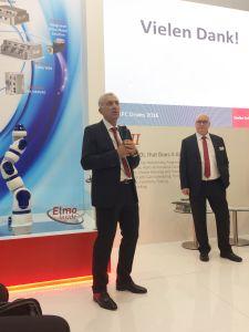 Elmo-CEO Haim Monhait (l.) und Stefan Schmitz-Galow, Geschäftsführer der deutschen Niedelassung, bei der Präsentation des neuen Servoantriebs im Rahmen der SPS IPC Drives 2016 (Bild: Elmo Motion Control GmbH)