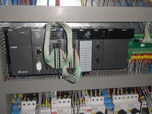 Auf der Steuerungsebene stellen sich drei modulare SPSen vom Typ AH500 insgesamt 1.400 I/O-Punkte bereit. (Bild: Delta Electronics EMEA)