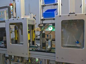 Die K50-Leuchte zeigt das zu entnehmende Bauteil an (Bild: Hans Turck GmbH & Co. KG)