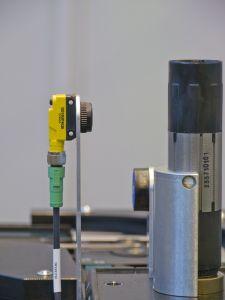 Gute Aussicht: Mit zwei Klicks lässt sich beim Lichttaster QS-18 ein Schaltfenster einteachen (Bild: Hans Turck GmbH & Co. KG)