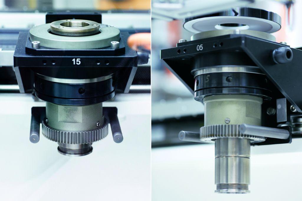 Werkst?cktr?ger mit Aufnahmedorn nehmen den zu pr?fenden Diffusor in Hut- oder Becher-Orientierung auf. (Bild: Beckhoff Automation GmbH & Co. KG)