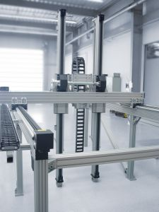Aluminiumkonstruktionsprofile en die Unterkonstruktion des Zweiachs-Handling-Systems. (Bild: Erlenbach Machines GmbH)