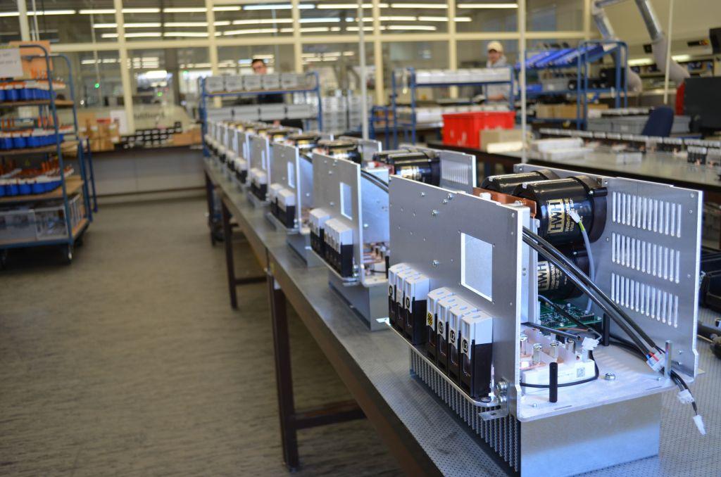 Die HWH GmbH & Co. KG fertigt Schwei?inverter, u.a. f?r namhafte Kunden aus der Automobilindustrie (Bild: FTCAP GmbH)