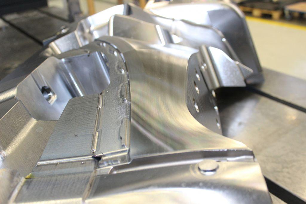 Mit dem neuen Bearbeitungszentrum DMU 600 Gantry linear lassen sich Formenbau-Werkzeuge hochproduktiv herstellen, z.B. für die Automobilindustrie. (Bild: Siemens AG)