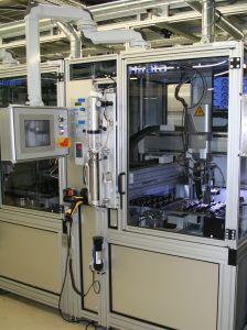 In drei identischen, hintereinander angeordneten Vergussstationen werden Kavitäten bzw. Diodentaschen vergossen. (Bild: Hirata Engineering Europe GmbH)
