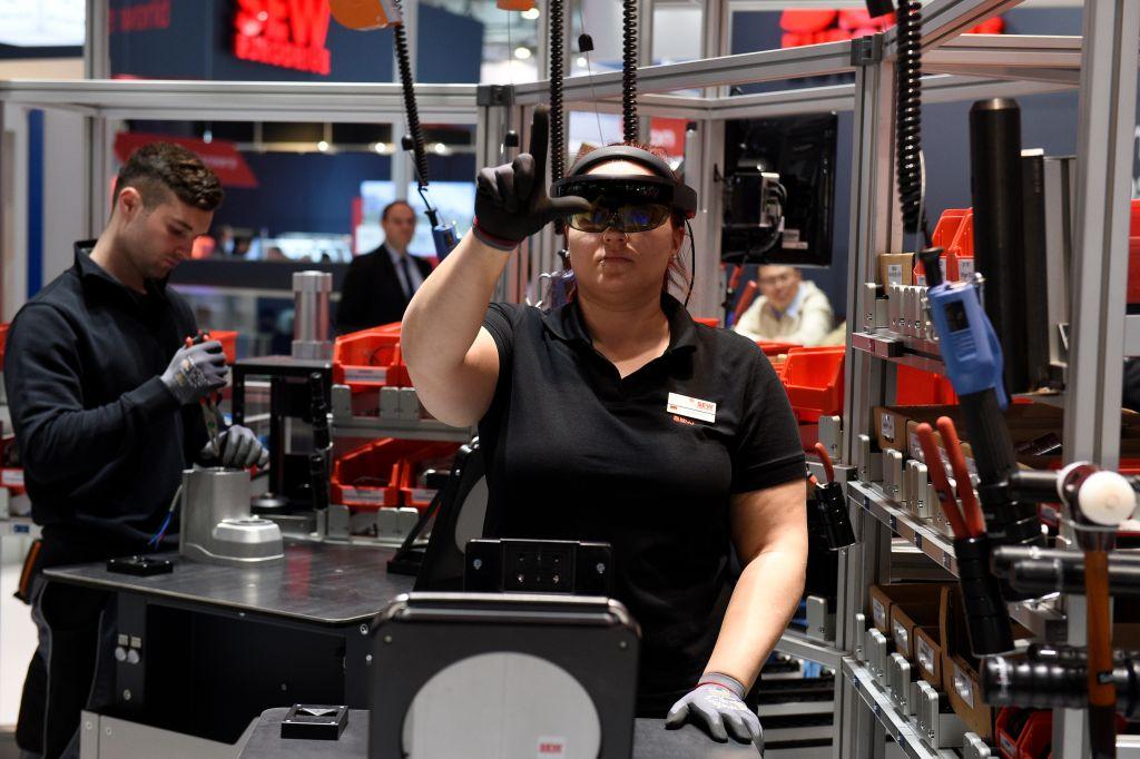 Augmented und Virtual Reality bieten neue Möglichkeiten in Fertigung und Instandhaltung. (Bild: Deutsche Messe AG)