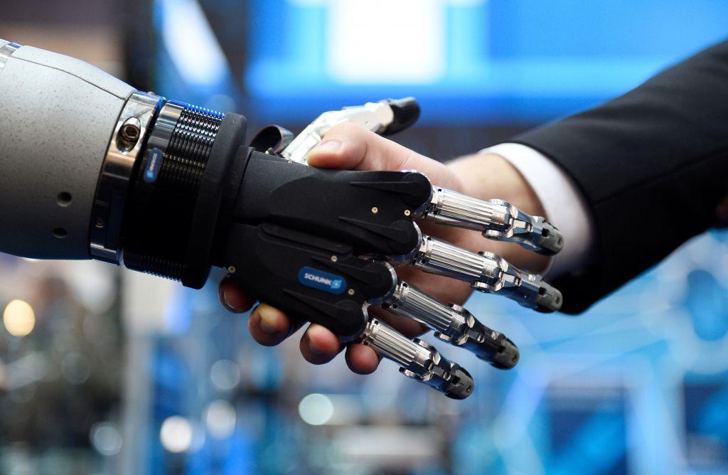 Die Grundpfeiler für die Fabrik der Zukunft sind Mensch und Maschine und deren reibungsloses Zusammenspiel. (Bild: Deutsche Messe AG)