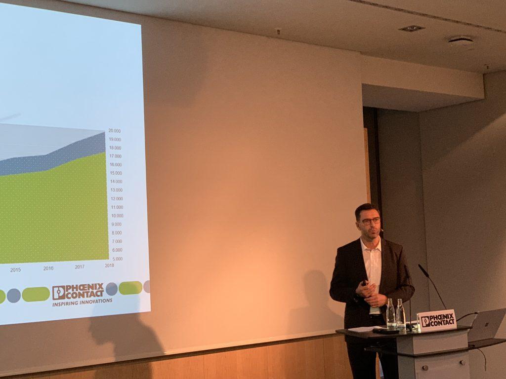 Ulrich Leidecker, President Business Area IMA bei Phoenix Contact, gibt einen Überblick über das laufende Geschäftsjahr des Unternehmens. (Bild: TeDo Verlag GmbH)
