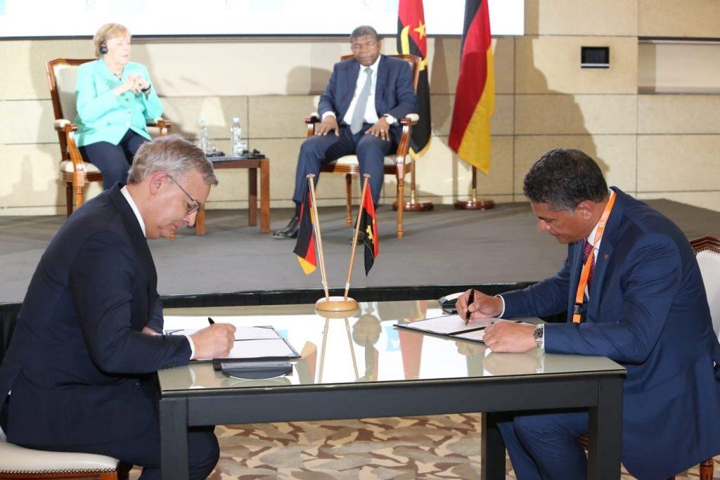 Dr. Toralf Haag unterzeichnete das Memorandum of Understanding mit dem angolanischen Minister für Energie und Wasser João Baptista Borges im Beisein von Bundeskanzlerin Dr. Angela Merkel und dem angolanischen Präsidenten João Manuel Gonçalves Lourenço.