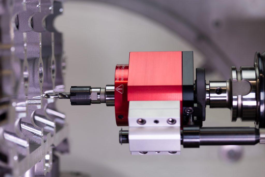 Das Gewindewerkzeug Emuge Taptor vereint einen Spiralbohrer mit einem Gewindebohrer und führt zu einer wesentlichen Einsparung an Bearbeitungszeit.