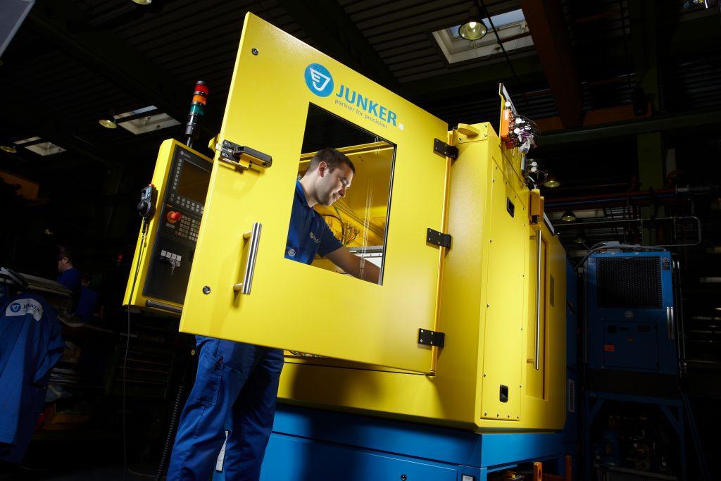 Renault Portugal setzt auf  den Retrofit-Service von Junker und gestaltet die Gebrauchtmaschinen so wieder neuwertig.