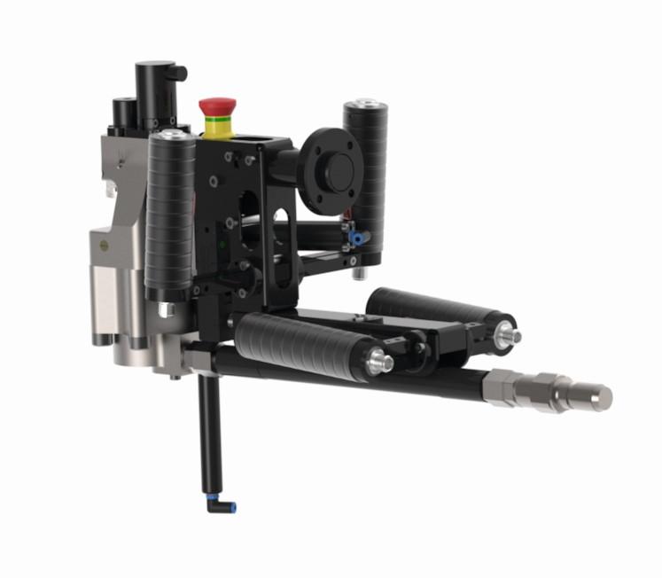 Tox Pressotechnik modifizierte das Vollstanzniet-Setzgerät für den Einsatz am handgeführten Roboterarm.