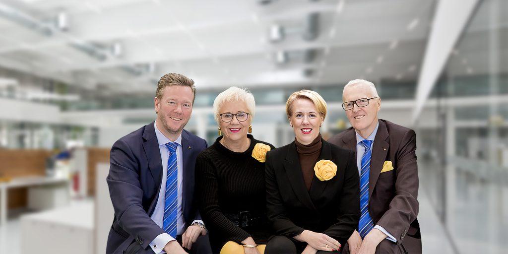 Philip Harting, Margrit Harting, Maresa Harting-Hertz und Dietmar Harting führen in der zweiten und dritten Generation die Harting-Unternehmensgruppe (v.l.n.r.).