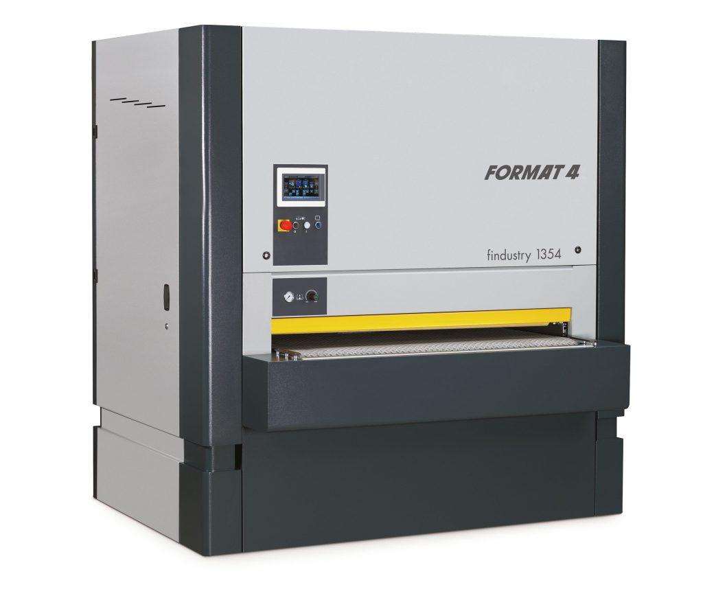 Die neuen Breitbandschleifmaschinen Format 4 findustry 1352, 1353 und 1354 (im Bild) wurden für individuelle Anforderungen in der Oberflächenbearbeitung entwickelt.