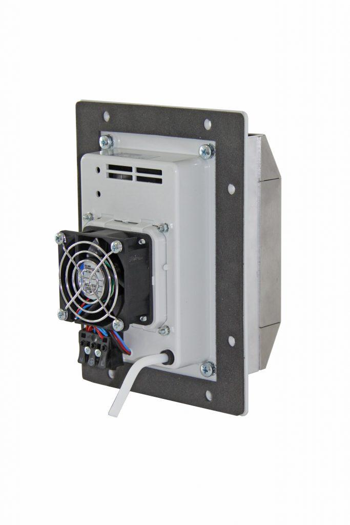 Bild 3 | Die Entfeuchtungsgeräte der PSE 30-Serie halten die Luft im Schaltschrank trocken. Per Schlauch wird das Kondensat aus dem dichten Gerät sicher nach außen abgeleitet.
